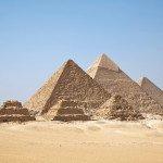 Pirámides versus redes