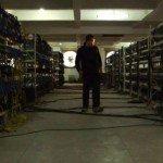 Trabajar y vivir en una mina de bitcoins en China